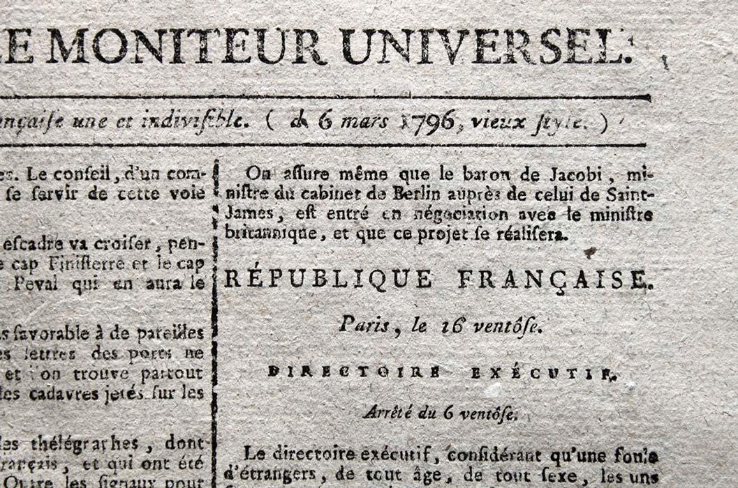 periódico francés Moniteur Universel, que contó la fuga de Napoleón Bonaparte y pasó de odiarlo a amargo a medida que se acercaba a Francia