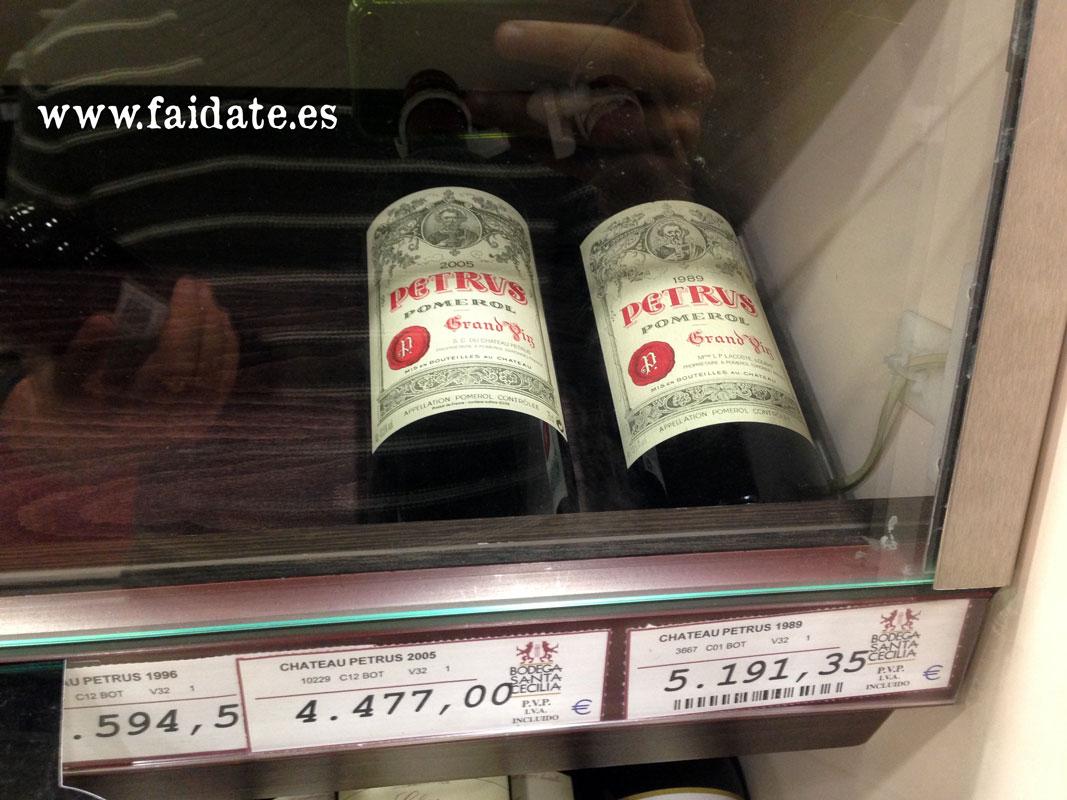 botellas de vino Burdeos Chateau Petrus Pomerol de 1989 y 2005 de Bodegas Santa Cecilia que cuestan 4500€ y 5200€