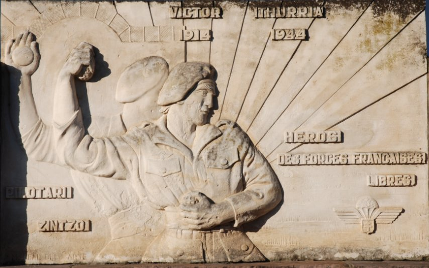 pelotari Victor Iturria destruyó tanques con granadas